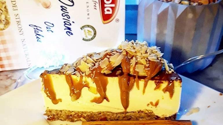 Puszyste, cytrynowe ciasto a'la ptasie mleczko w polewie z gorzkiej czekolady