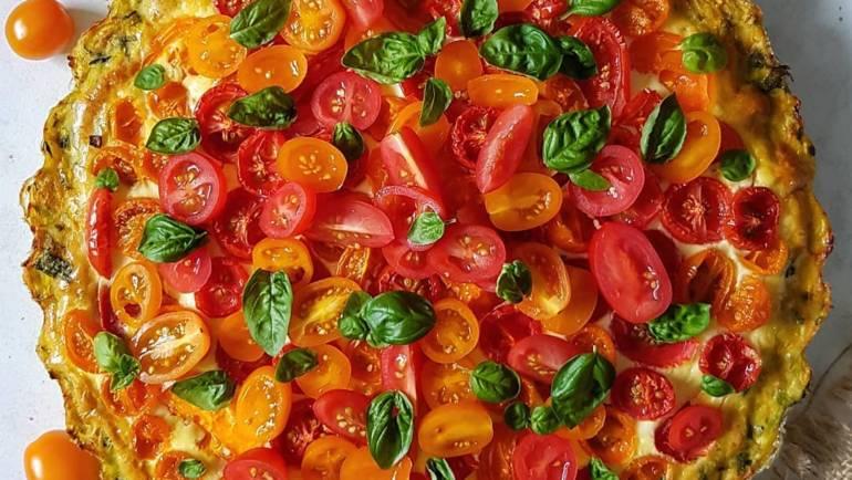 Tarta z cukinii z nadzieniem mascarpone i pomidorami