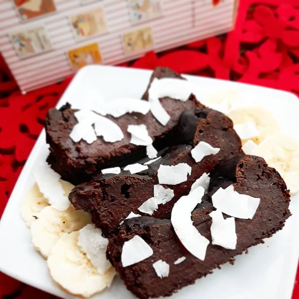 Wegańskie i bezglutenowe ciasto czekoladowe z