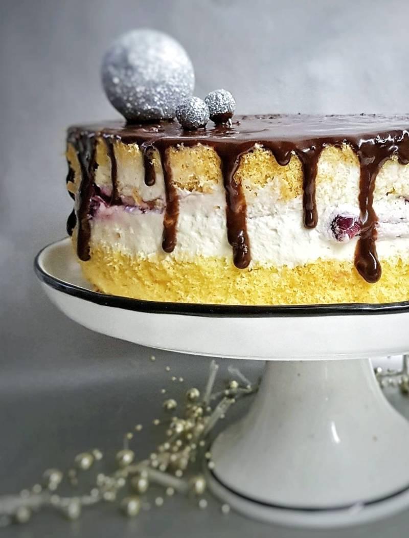 Gluten-free rice cake with mascarpone and cherries